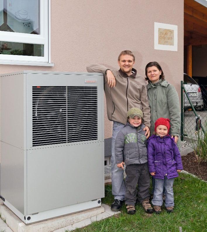 Familie med en Weishaupt varmepumpe i Sæby
